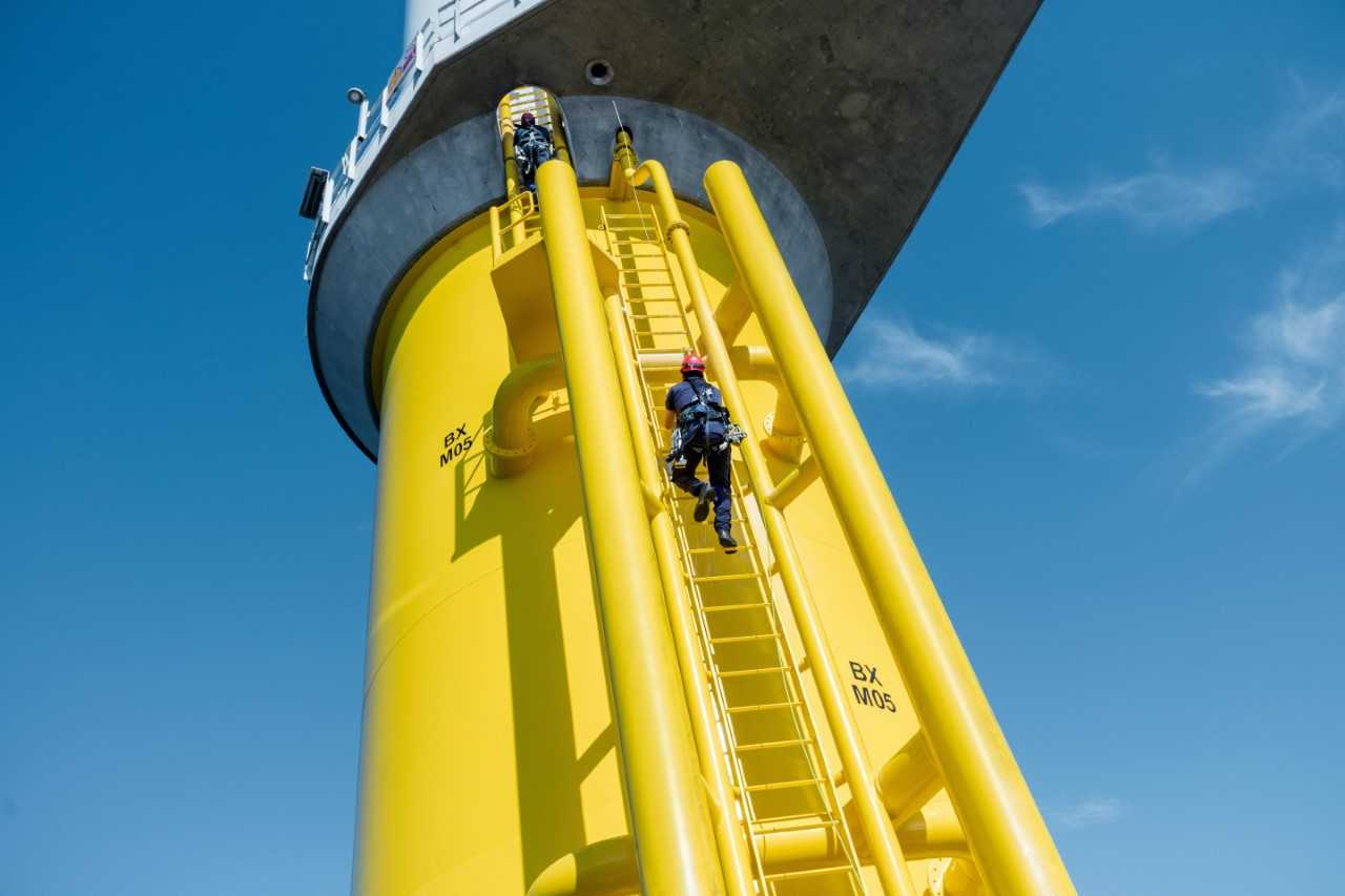 Ørsted Targets Ladder-Less Offshore Wind Access System with New Buy