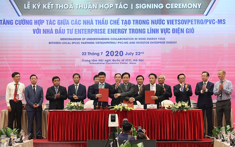 Representative of Enterprize Energy and Vietsovpetro / PVC MS at the signing of the memorandum of understanding