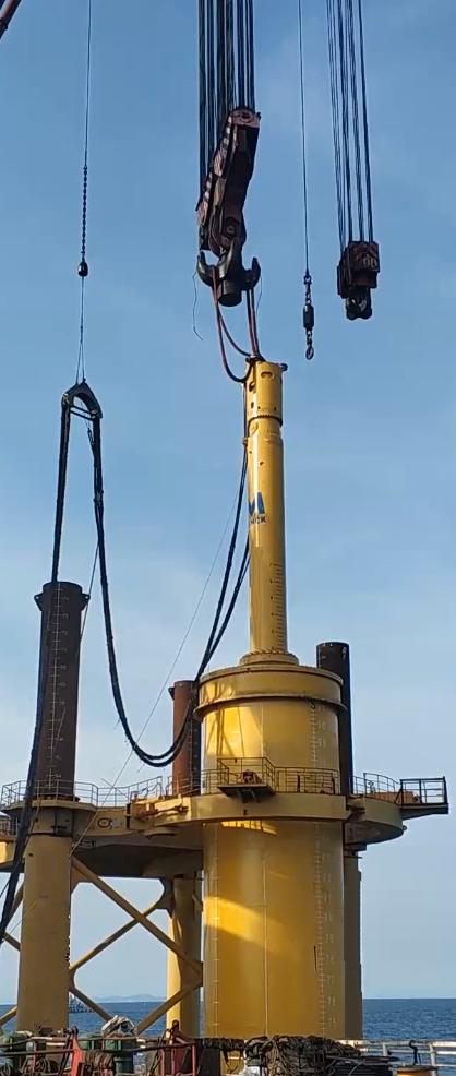 MENCK's MHU 3500S hydraulic hammer and adaptor in use