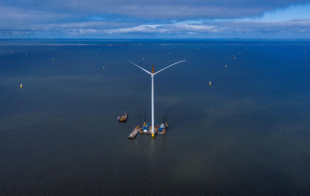First Turbine Stands at Dutch Lake Farm