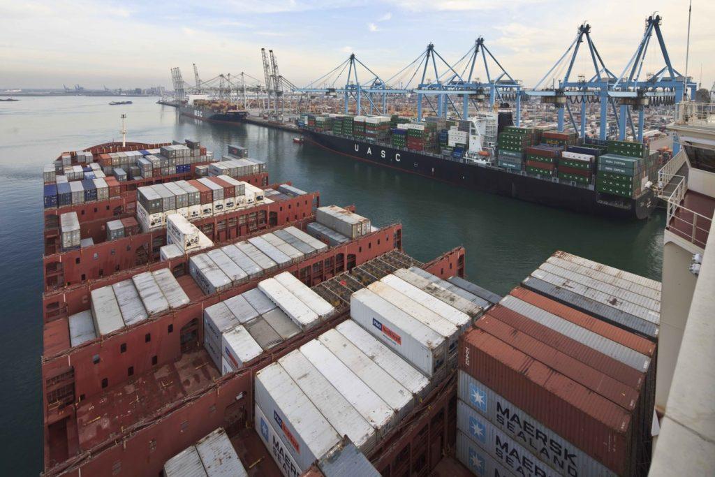 Containerschip APM ECT terminals Europahaven Foto, Freek van Arkel
