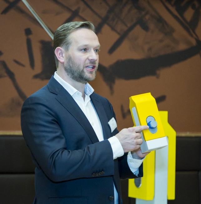 Jasper Winkes pitcht de Blue Wedge Connection. Foto, Innovation Award