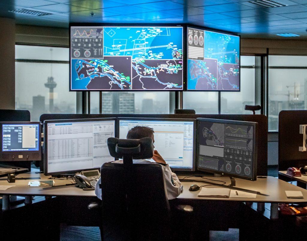 Internet of Things platform hydro-meteo in gebruik. Foto, Port of Rotterdam