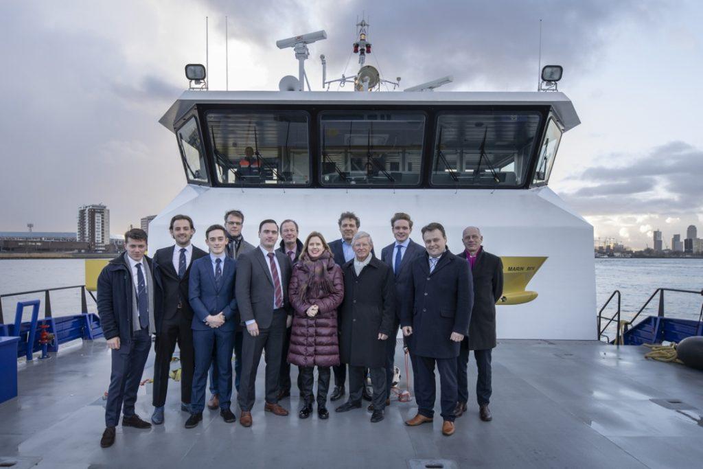 Minister Cora van Nieuwenhuizen met alle sprekers aan boord van  een Damen schip, FCS 2610. Foto, Damen