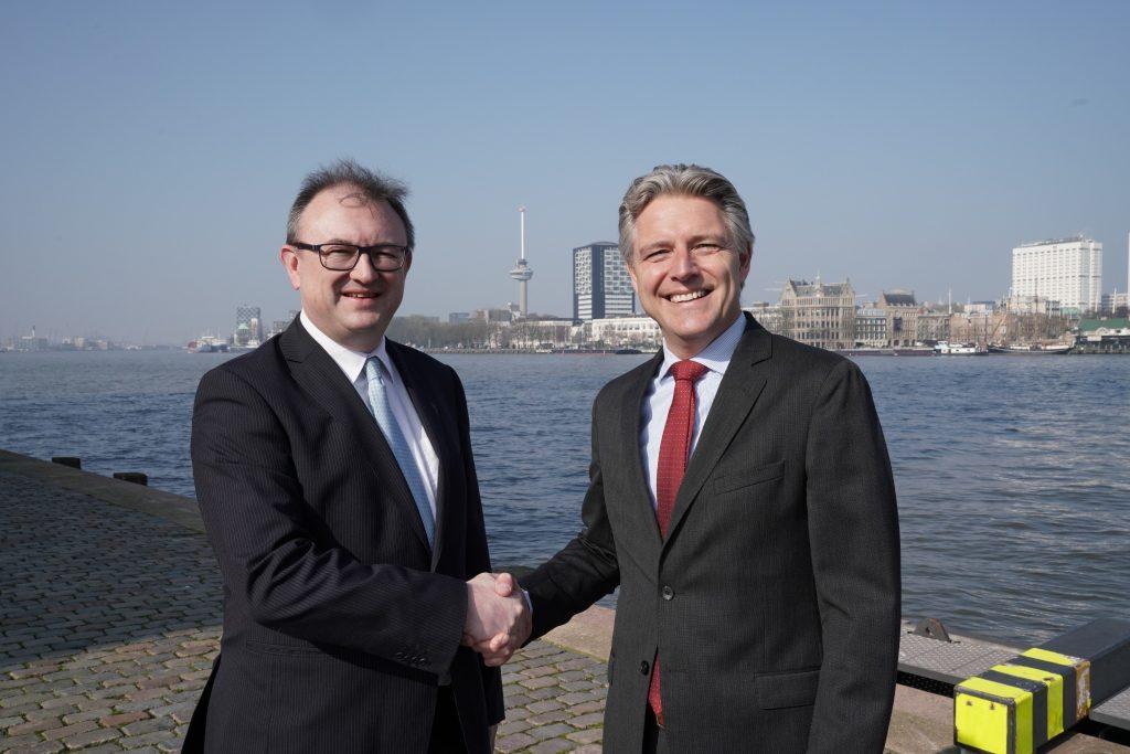 Hendrik-Jan van Engelen, directeur van MCA Brabant en Emile Hoogsteden, directeur Containers, Breakbulk & Logistics Havenbedrijf Rotterdam. Foto, Marc Nolte.