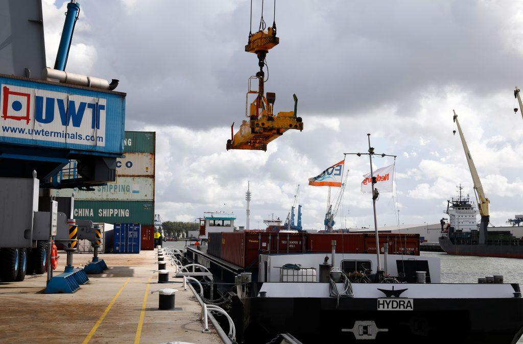 United Waalhaven Terminals kade