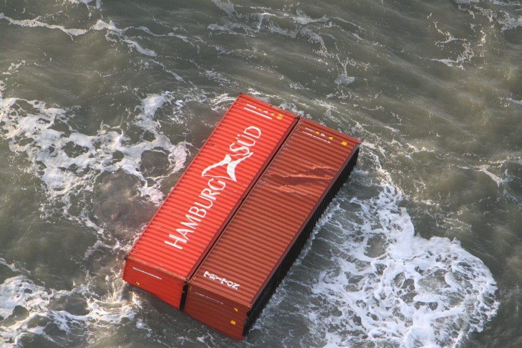 Verloren containers van MSC Zoe in de Waddenzee. Foto, Kustwacht Nederland.