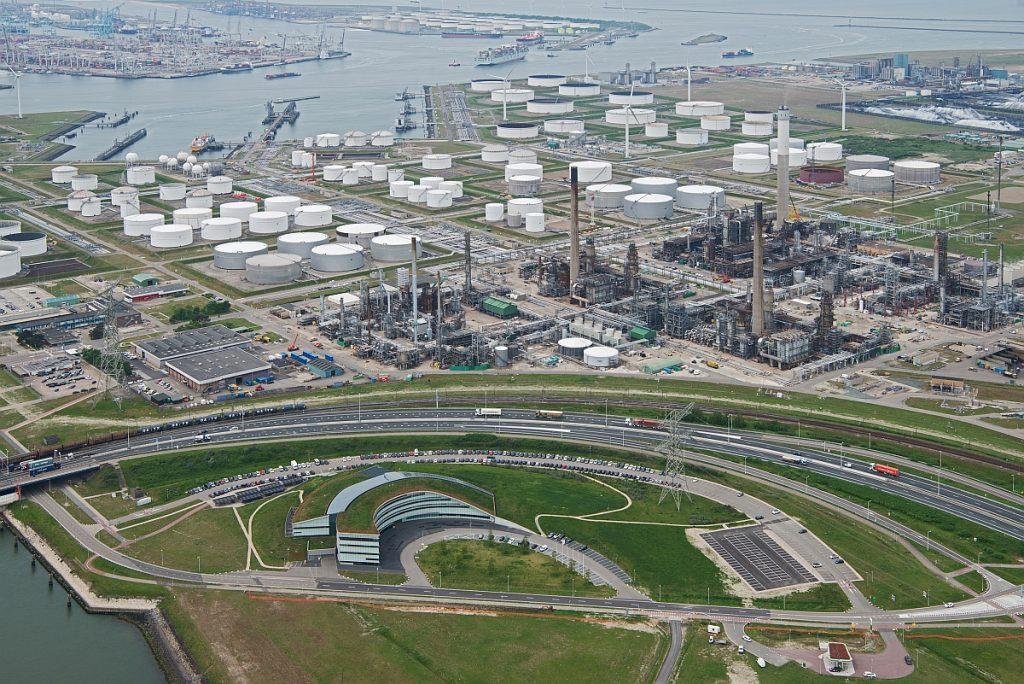 BP Raffinaderij Foto pb Port of Rotterdam 15-4-2019