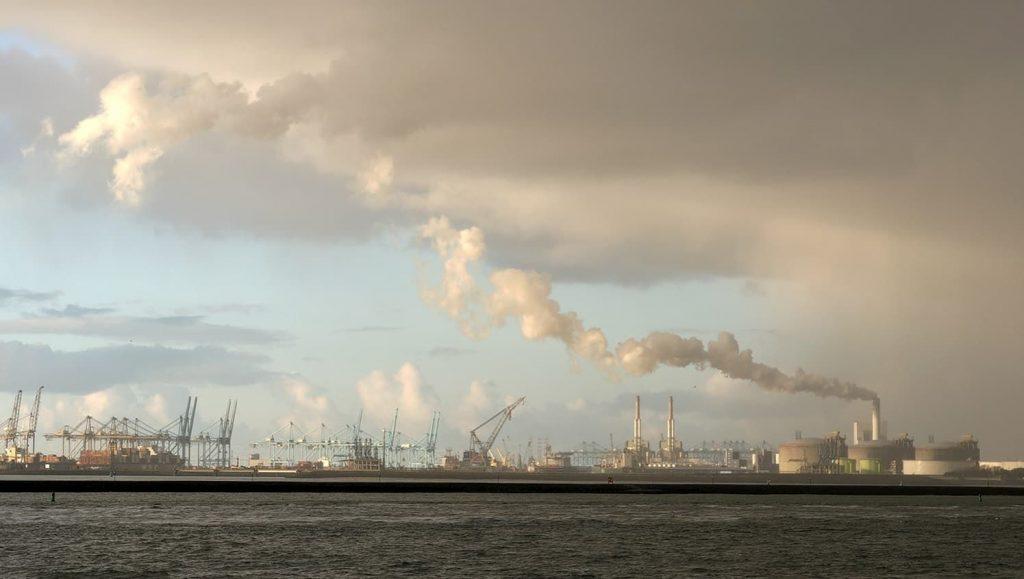Minder co2-uitstoot haven Rotterdam Foto Kees Torn