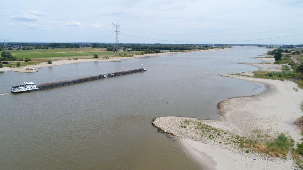 Rivier Waal tijdens droogte afgelopen jaar. foto, RWS.