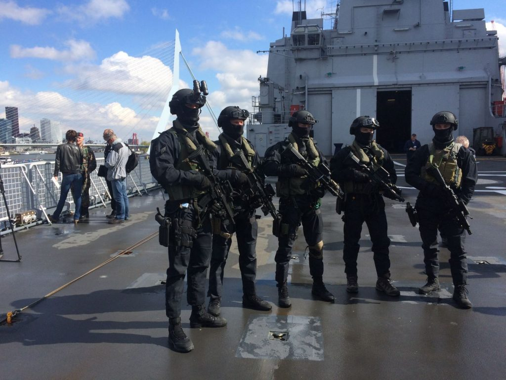 Netherlands Special Operation Force aan boord van Zr. Ms. Rotterdam