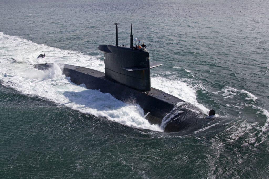 Noordzee, 18 mei 2010.Onderzeeboot van de Walrusklasse als search vaartuig tijdens een oefening op de noordzee.