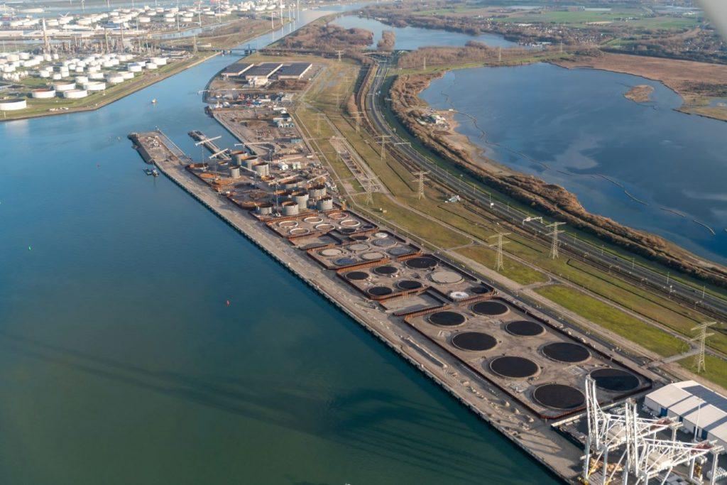 Bouw kademuren HES Hartel Tank Terminal klaar Foto Port of Rotterdam 17-12-2019