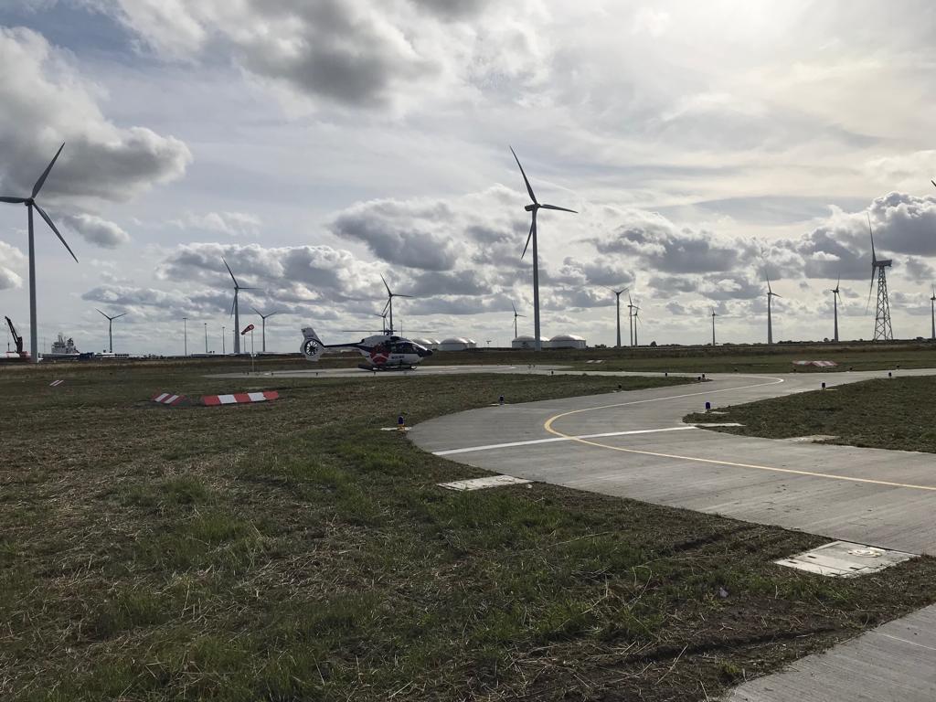 Eerste-helikopter-op-Heliport-Eemshaven-geland Foto Groningen Seaports