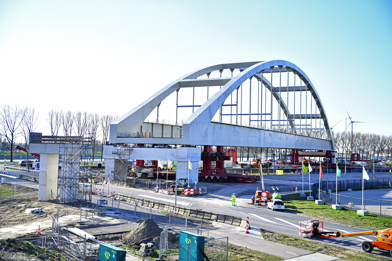 Spoorbrug op zijn plaats Foto, Danny Cornelissen