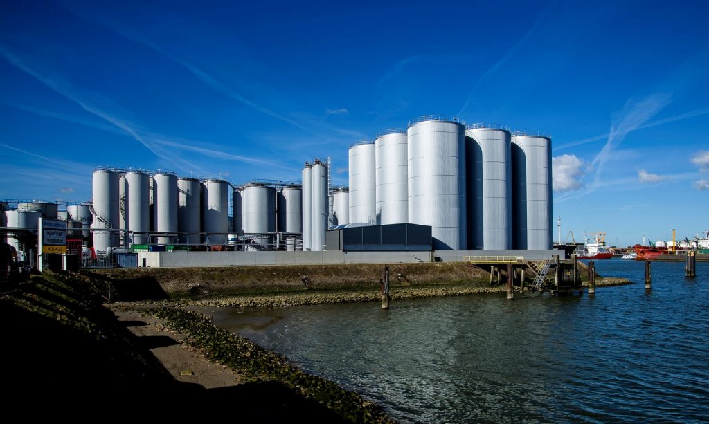 Maastank-Dekker-Group-PB-port-of-Rotterdam-20-5-2020-Foto-Eric-Bakker-