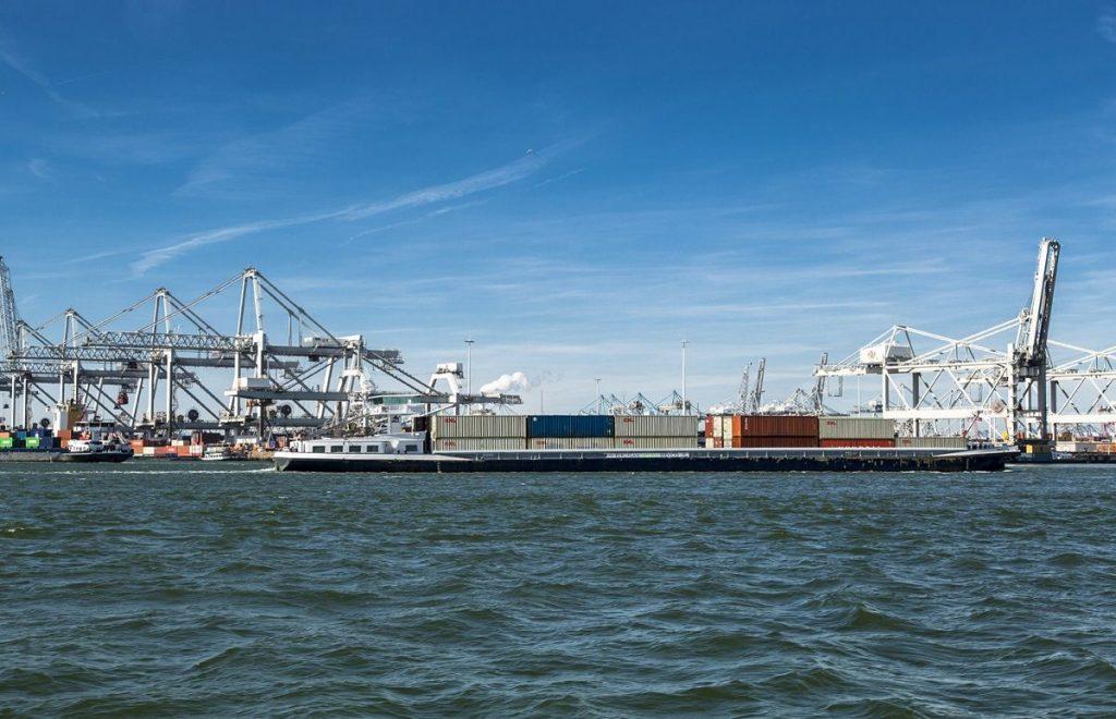 Barge Transferium Maasvlakte