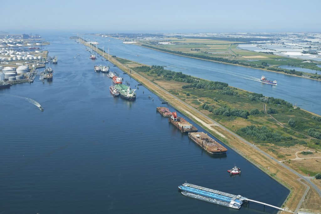 Calandkanaal. Foto, Aeroview, Port of Rotterdam