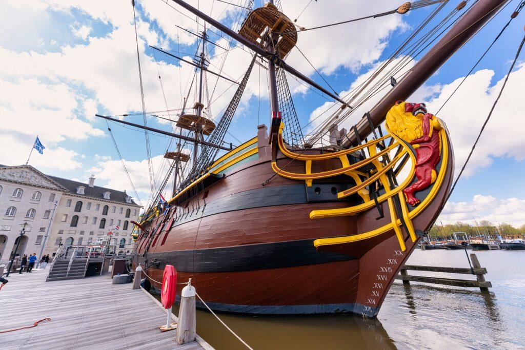 VOC schip 'Amsterdam' terug bij het Scheepvaartmuseum. Foto, Damen.