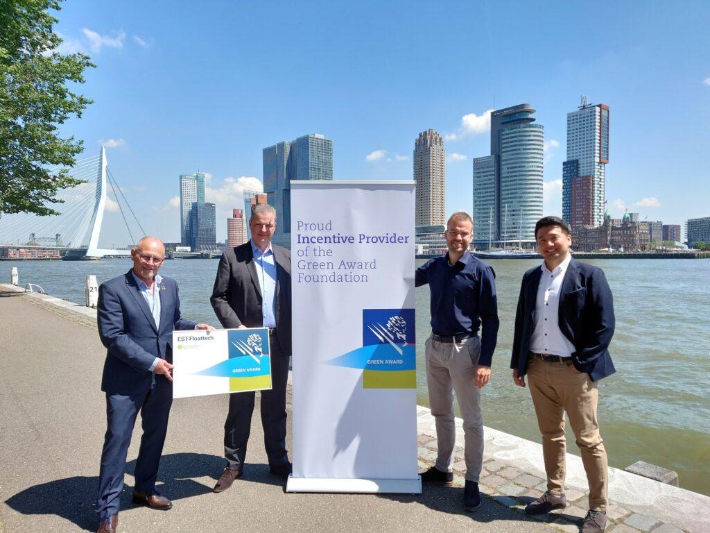 Van links naar rechts: Jan Fransen (Green Award); Hans Visser (EST-Floattech); Koen Boerdijk (EST-Floattech); Keita Shinohara (Green Award).