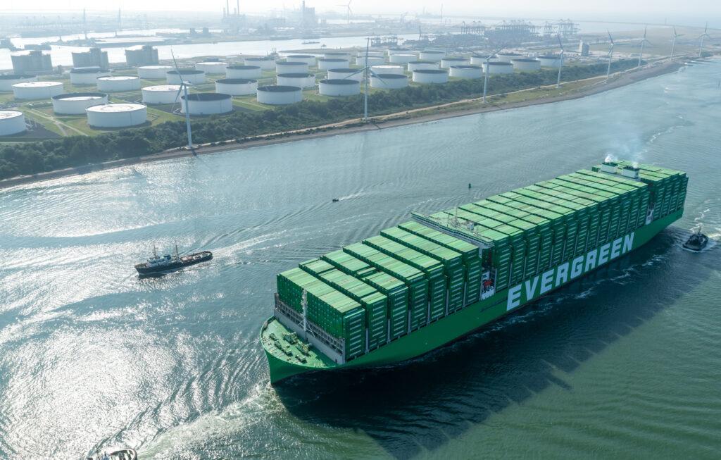 Ever Ace, het grootste containerschip ter wereld komt aan in Rotterdam. Foto, Paul Martens.