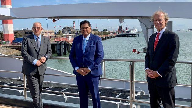 v.l.n.r: Burgermeester van Rotterdam Ahmed Aboutaleb, Surinaamse president Chandrikapersad Santokhi en CEO Havenbedrijf Rotterdam Allard Castelein