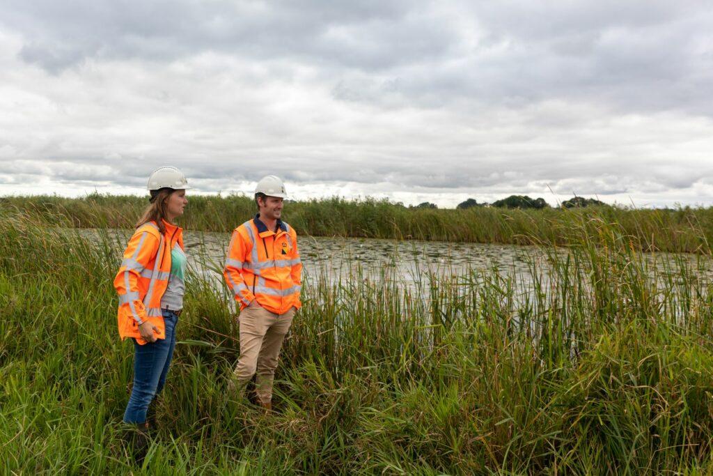 Heleen Broier en Bas Bakker, ecologen bij Boskalis.