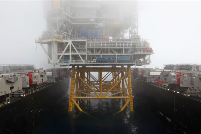 Pioneering Spirit installs Johan Sverdrup topsides /Image source Allseas
