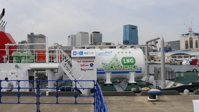 MOL takes delivery of LNG-fueled tugboat Ishin