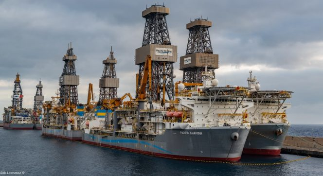 Pacific Drilling drillships stacked in Las Palmas / Image by Rab Lawrence, Flickr - Shared under by 2.0