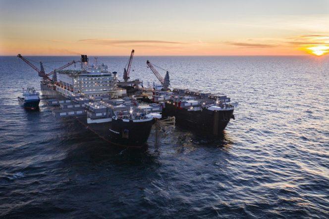 Pioneering Spirit installing the pipeline in Swedish waters