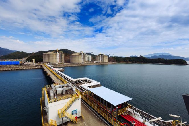 China's LNG imports rise in April