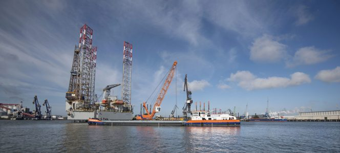 Van Oord's LNG-powered crane vessel starts first job