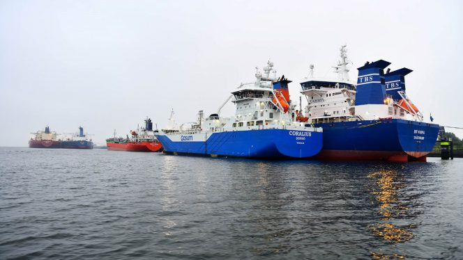 Gasum's Coralius wraps up first STS LNG bunkering in Rotterdam