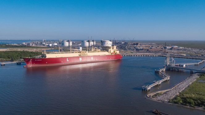 U.S. weekly LNG exports edge down