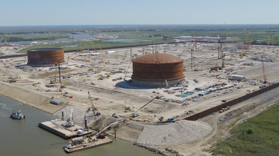 Venture Global lifts first Calcasieu Pass LNG tank roof