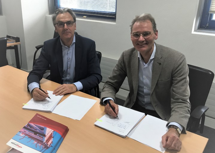 Arne Hubregtse of Spliethoff and Jan-Pieter Klaver of KenzFigee at the contract signing; Source: KenzFigee