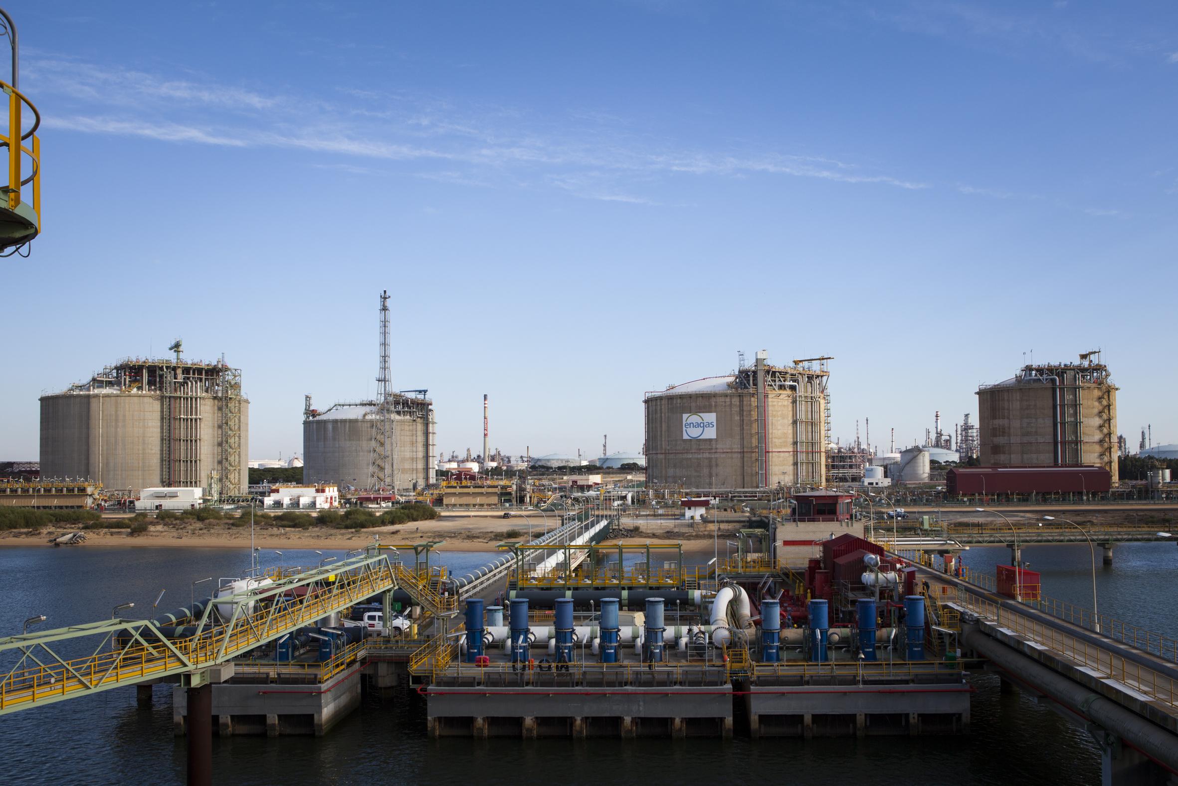 Spain LNG imports slide in April