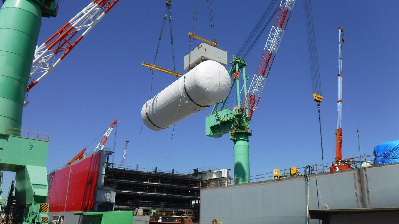 Installation of LNG fuel tanks