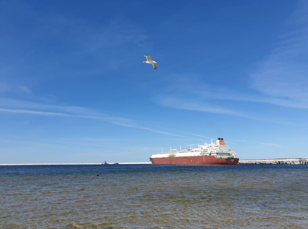 Al Gattara LNG carrier at the Polish terminal