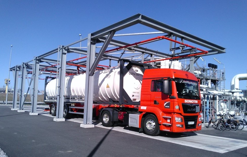 Dunkerque LNG truck loading bay