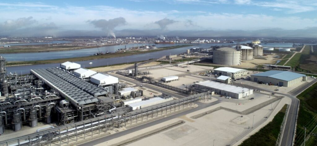 EIA US LNG exports to dip to just 25 pct capacity