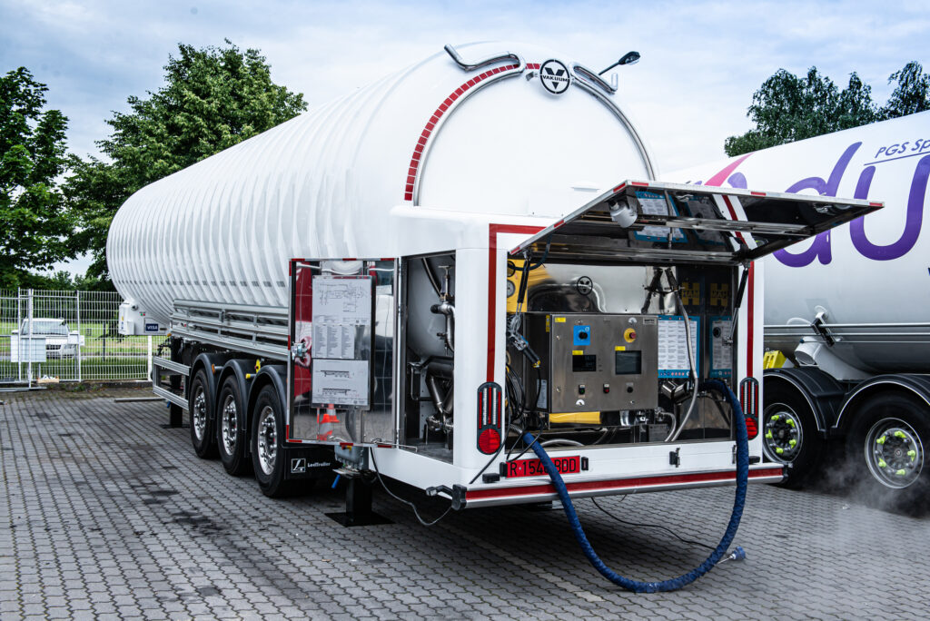 GasNet opens first mobile LNG station in Czech Republic