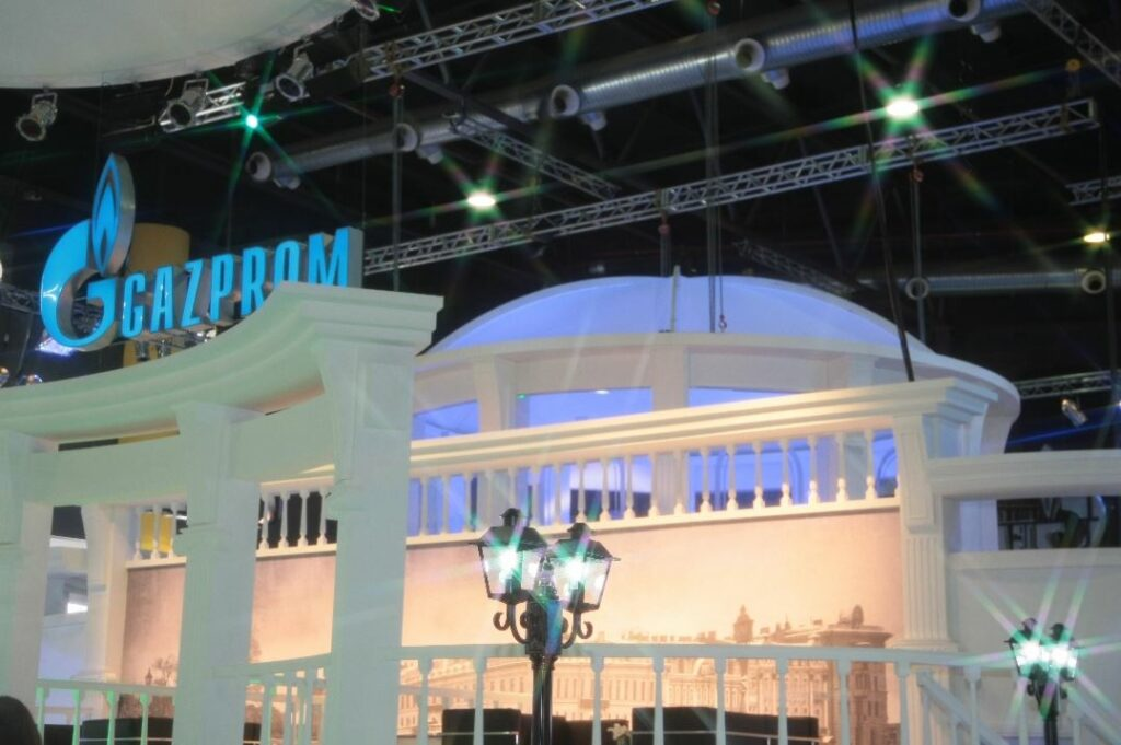 Gazprom goes into red