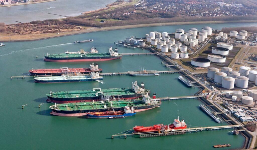 Vopak offering simultaneous LNG bunkering service in Rotterdam
