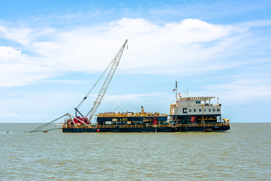 pipeline lay barge CM-15