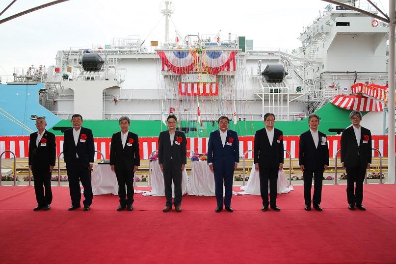 Japans 1st LNG-bunkering vessel ready to start ops