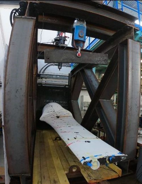 A photo showing the installation of the blade on the test bench at IFREMER (Courtesy of Sabella)