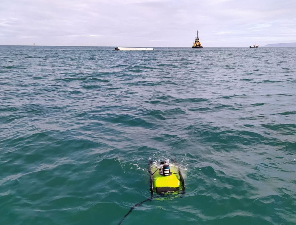 Photo of WavEC's ROV moving towards the WaveRoller device (Courtesy of WESE Project)