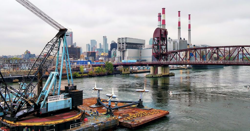 Illustration/Verdant Power deploying tidal turbines in New York (Courtesy of Verdant Power)